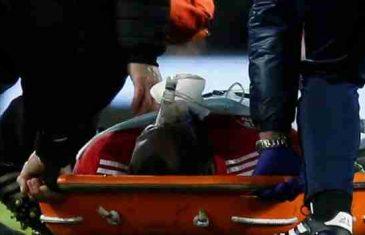 Šok na Old Traffordu: Jedan od najboljih napadača svijeta ostao nepomično ležati na travnjaku
