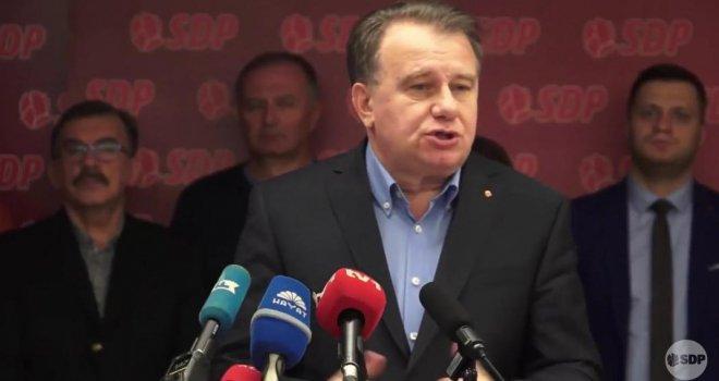 SDP uzvraća Denisu Zvizdiću: Neka nam političar 'seoskog mentaliteta i ušminkani neradnik' objasni ovo…