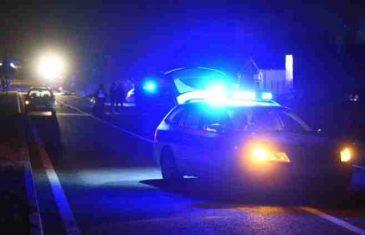 Tragedija noćas kod Lukavca: U Fiatu pronađeno ugljenisano tijelo, a pored automobila povrijeđeni muškarac