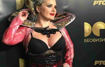 SVIMA OČI STALE: Maja Nikolić zapanjila najdubljim dekolteom na Beoviziji, a tek ostatak stajlinga!