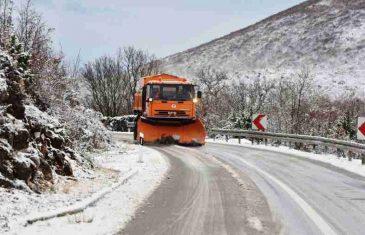 BIHAMK UPOZORAVA VOZAČE: Kiša i snijeg izazvali odrone na putevima…