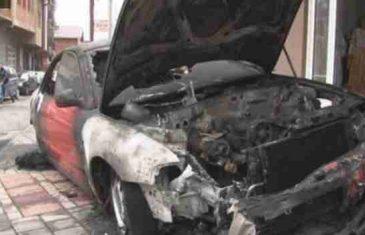 Mladić iz Zvornika zapalio majčin 'Audi' jer ga majstor nije primio, a zatim nožem nasrnuo na automehaničara…