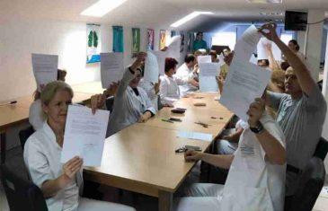 NEVIĐENA DRAMA U TUZLI: 1.030 radnika potpisalo otkaze!