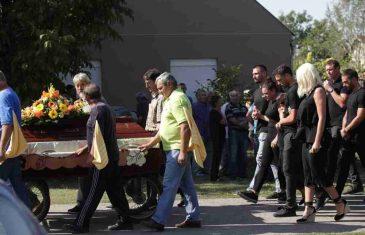 DUŠKO TOŠIĆ SAHRANIO OCA! SRPSKI FUDBALER OČAJAN! Tuga u Orlovatu, selo u žalosti zbog Miloradovog odlaska!