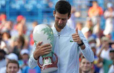 PA, KAD NE MOGU DA GA POBJEDIM… Federer urnebesnom izjavom o Novaku nasmijao čitav svet!