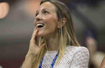 NOVAKOVU SUPRUGU ČUVAJU DVA TELOHRANITELJA: Jelena Đoković na društvenim mrežama objavila fotku iz bazena