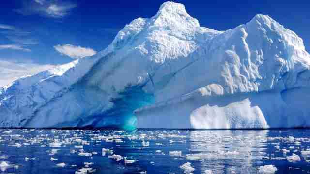 ZAŠTO SVI ĆUTE, ŠTA KRIJU: Na polovima Zemlje došlo do porasta leda kakav nije viđen decenijama
