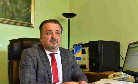 Direktor Zavoda Pazarić u suzama: Ovo je atak na uposlenice, neka Ćudić kaže od kada su slike