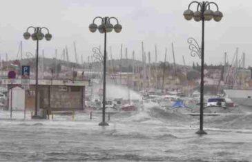 DVIJE OSOBE POGINULE U OLUJAMA Snažan vjetar hara centralnom i južnom Evropom