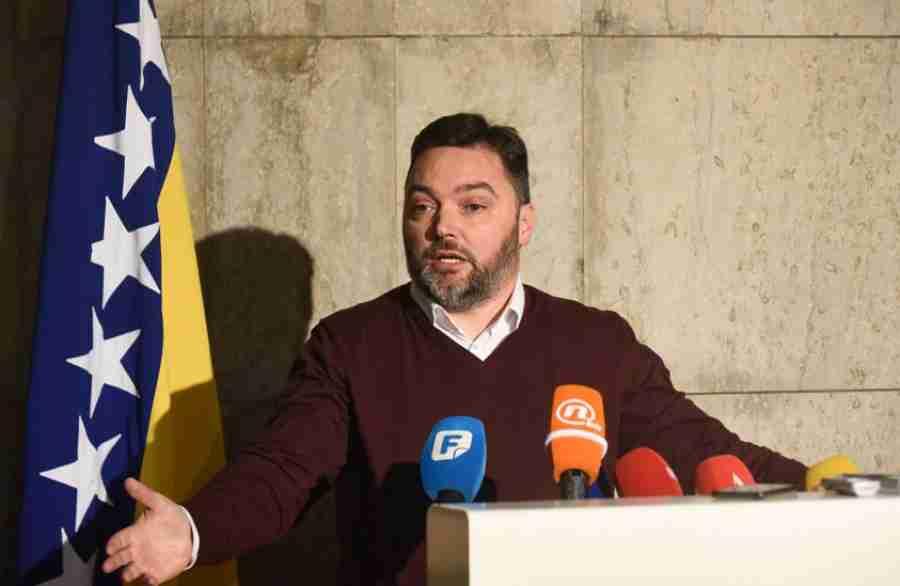 """ŠAROVIĆ IZLUDIO DODIKOVOG POTRČKA: """"Zbog fotelja u Sarajevu, SDS i PDP pokušavaju da uruše i ustavnu poziciju…"""