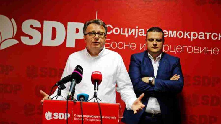 DEVETOJANUARSKA DIKTATURA U SDP-u: Šta je idejna pozadina tinjajućeg sukoba Vojina Mijatovića i Denisa Bećirovića?