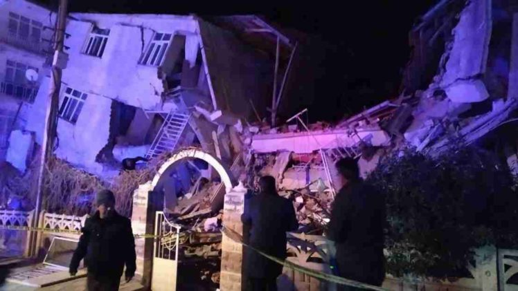 OPŠTA KATASTROFA U TURSKOJ: Najmanje 14 mrtvih, oko 300 povrijeđenih, srušeno stotine zgrada…