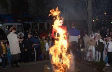 Skandalozno: U Mostaru spalili lutku s likom ambasadorice i književnice Martine Mlinarević