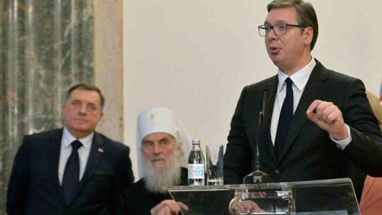 """SKANDALOZNE PORUKE VUČIĆA IZ BRISELA: """"Makedonka i dvoje stranaca, zajedno sa muslimanima donose presudu da…"""""""