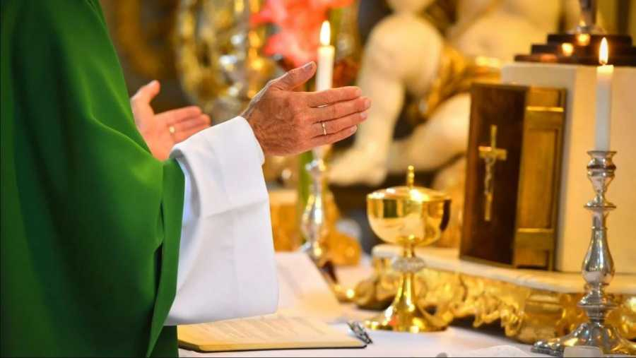 VELIKA PANIKA U HRVATSKOJ: Svećenik koji je zadnjih desetak dana služio mise i krstio djecu POZITIVAN NA KORONAVIRUS