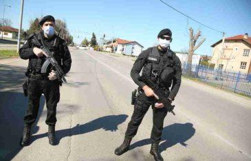 KORONA LUDILO: Policija s dugim cijevima patrolira banjalučkim ulicama (FOTO)