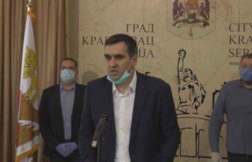"""""""NAŠEM NARODU JE POTREBA MOTKA"""": Pogledajte kako je gradonačelnik Kragujevca zaprijetio građanima"""