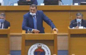 ŠOK U PARLAMENTU REPUBLIKE SRPSKE: Pogledajte okršaj Dodika i Vukanovića koji je nadmašio sve dosadašnje skandale…