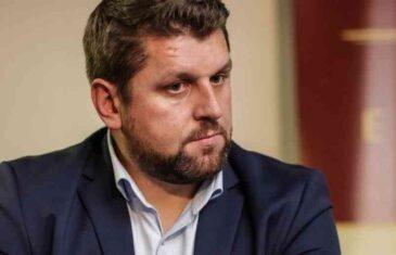 """ĆAMIL DURAKOVIĆ UZBURKAO DUHOVE: """"Ne igrajte se sa našim sudbinama. Na sramotu vam bilo, stidite se šta radite preko leđa ovo malo Bošnjaka u Srebrenici…"""""""