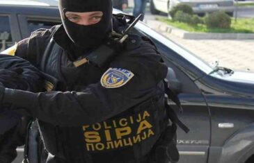 MUNJEVITA AKCIJA SIPA-e: Pripadnici Državne agencije za istrage i zaštitu uhapsili poslanika državnog Parlamenta, osumnjičen je za…