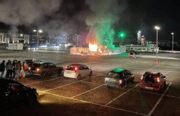 Buknuli neredi u Nizozemskoj zbog policijskog sata, zapaljen centar za testiranje…