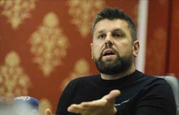 """""""AKO NAS JE NEKO PREDAO, NEKA NAM KAŽE, PUSTILI SU DEVIJANTNOG DJEČAKA GRUJIČIĆA DA SRUŠI…"""": Ćamil Duraković uzburkao duhove, hoće li se u Srebrenici dogoditi novi egzodus Bošnjaka!?"""