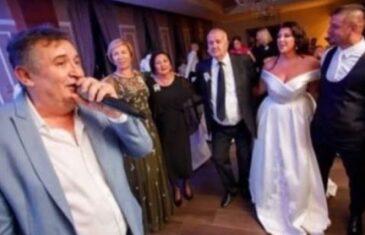 Fotografija Budnje sa Enrom Suljić koju 'ne poznaje' nastala na svadbi njegove kćerke: 'Amnezija' ili…