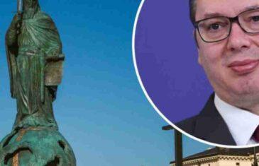 GORI INTERNET: Srbija se smije Vučićevoj mitomaniji, pogledajte šta je osvanulo kod spomenika Stefanu Nemanji