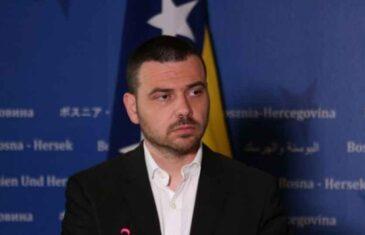 """""""LJUDI SU LJUTI, OSJEĆAJU SE IZDANIM…"""": Saša Magazinović uputio otvoreno pismo Zoranu Tegeltiji"""