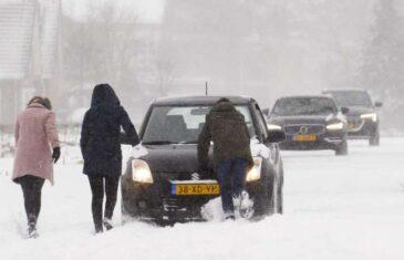 LOŠI SIGNALI SA SJEVERA EVROPE: Nizozemsku pogodila najveća snježna oluja u deset godina, prometni haos i u Njemačkoj