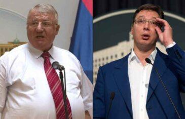 KEC U RUKAVU: Vučić UPREGAO svog političkog oca i osuđenog ratnog zločinca VOJISLAVA ŠEŠELJA DA GA…