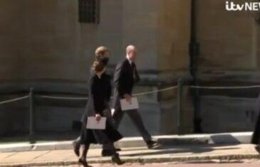 IZA KULISA SAHRANE PALO POMIRENJE GODINE Kako je Kate jednim (elegantnim) potezom pomirila posvađane prinčeve: Harryja i Williama dovela pred…