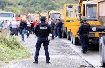 ŠVICARSKI LIST OBJASNIO STVARNU SLIKU: Šta je pozadina sukoba oko registarskih tablica na Kosovu