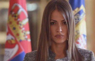 """DIJANA HRKALOVIĆ, SRPSKA GVOZDENA, ILI SILIKONSKA """"LADY"""": Jesu li među najvijačkim huliganima koje je Hrkalovićka poslala u Potočare 2015. bili i…"""
