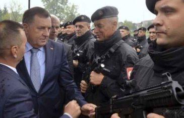 """PROFESOR DANIEL SERWER UPOZORAVA: """"Dodik priprema policijske snage i vojsku za…"""