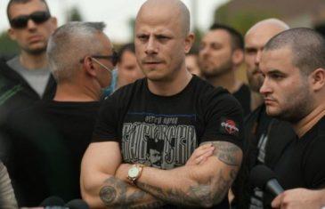 Desničari iz Srbije krenuli na Kosovo, vratili ih 'jer nisu imali….