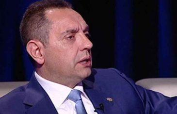 """SKANDAL BEZ PRESEDANA U """"ĆIRILICI"""": Pogledajte koga je Aleksandar Vulin optužio za fingirani atentat na Vučića u…"""